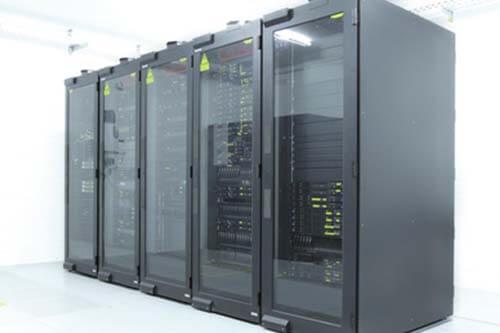 Server/-Schaltschränke